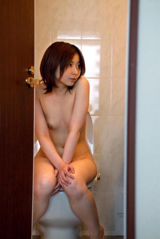 【※トイレあるある】トイレ行くときに全裸になる女wwwwwwwwwwwwwwwwwwwwwwww(※画像あり)・14枚目
