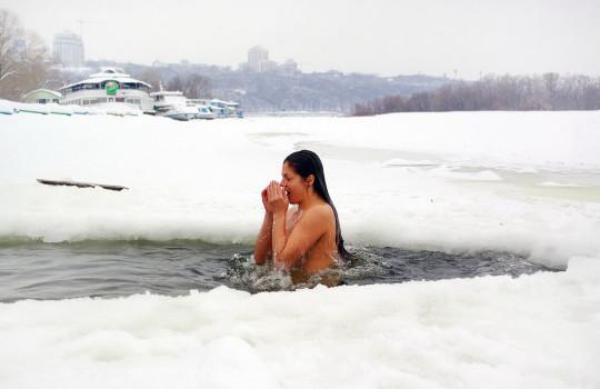 【※エロ注意】『エクストリーム寒中水泳』とかいうカナダ(適当)の基地外文化wwwwwwwwwwwwwwwwww・22枚目
