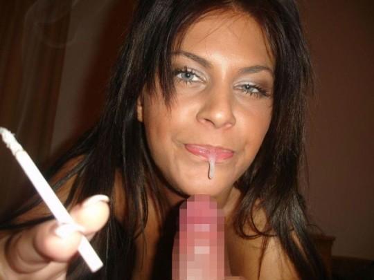 【※画像あり】タバコ吸いながらフェラする女の画像が想像以上の嫌悪感で草wwwwwwwwwwwwwwwww・6枚目