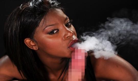 【※画像あり】タバコ吸いながらフェラする女の画像が想像以上の嫌悪感で草wwwwwwwwwwwwwwwww・9枚目