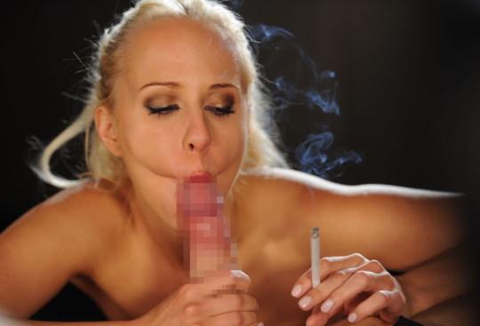 【※画像あり】タバコ吸いながらフェラする女の画像が想像以上の嫌悪感で草wwwwwwwwwwwwwwwww・18枚目