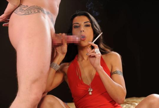【※画像あり】タバコ吸いながらフェラする女の画像が想像以上の嫌悪感で草wwwwwwwwwwwwwwwww・21枚目
