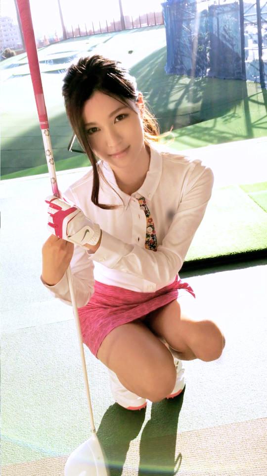 【※画像あり】ゴルフの打ちっ放ししてた美女に10諭吉で「生でヤラせて」と懇願した結果wwwwwwwwww・1枚目