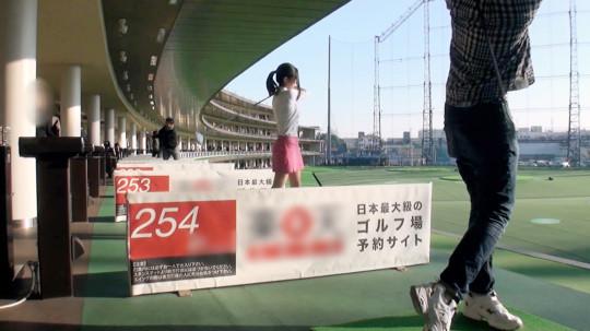 【※画像あり】ゴルフの打ちっ放ししてた美女に10諭吉で「生でヤラせて」と懇願した結果wwwwwwwwww・2枚目