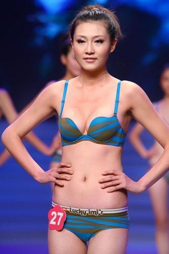 【※画像あり】中国の下着ファッションショー、、こんだけ女居て巨乳ゼロwwwもちろんシコったけどwwwwwwwwwwwwwww・28枚目