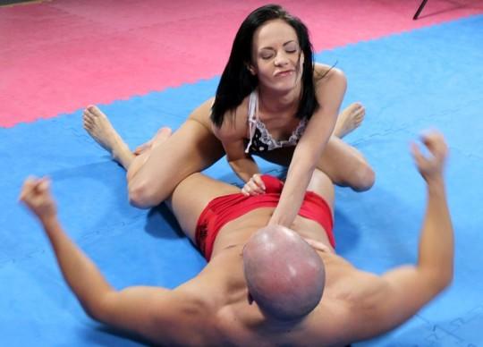 【※万個注意】「ミックスファイト」とかいう男女共闘レスリングをした女性の末路wwwwwwwwwwwwww(画像あり)・13枚目
