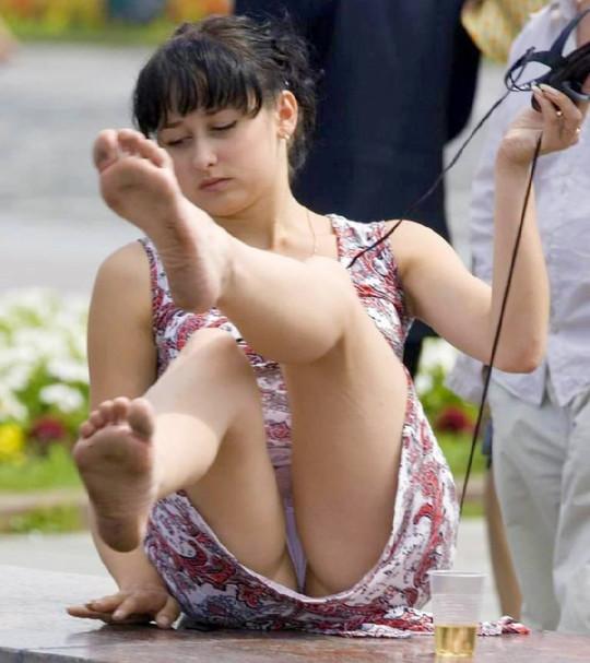 【※ノーガード戦法】外人女性の下半身ガードがガッバガバな感じほんとすこwwwwwwwwwwwwwww・19枚目