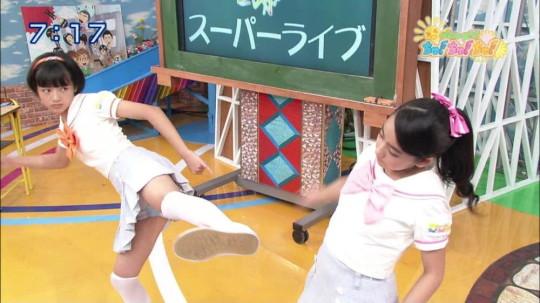 【※キャプ多量】TVのパンチラハプニングキャプ王者決定戦スレ → 改めて全員下半身ガッバガバで草wwwwwwwwww・13枚目
