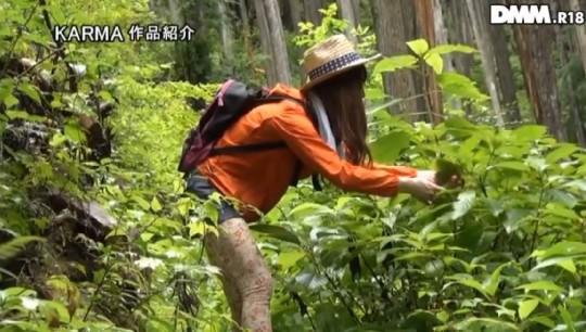 【※画像あり】谷○岳ハイキングコースで尿意が我慢できなくなった山ガールの末路wwwwwwwwwwwww・3枚目