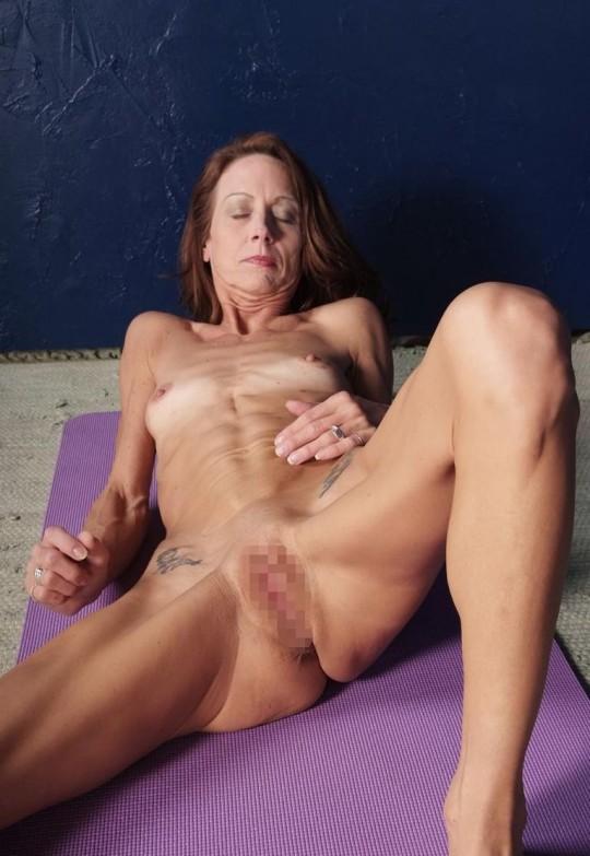 【※閲覧注意】コラレベルに閲覧注意な拒食症女性のエロ画像貼ってく。(画像30枚)・4枚目