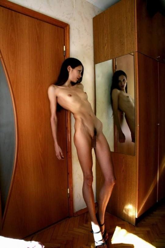 【※閲覧注意】コラレベルに閲覧注意な拒食症女性のエロ画像貼ってく。(画像30枚)・22枚目