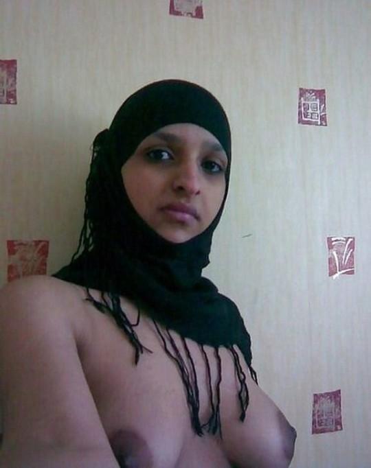 【※不謹慎】中東民族衣装 「ヒジャブ」 のエロ画像が次々と貼られる闇の深い罰当たりスレ。(画像あり)・25枚目