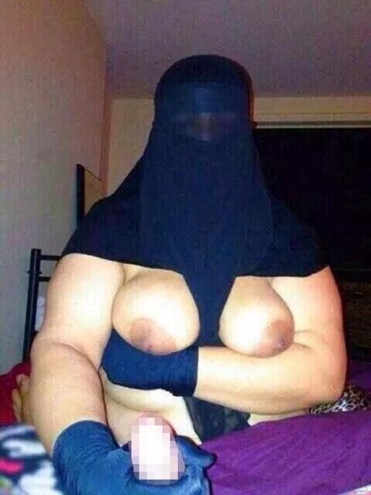 【※不謹慎】中東民族衣装 「ヒジャブ」 のエロ画像が次々と貼られる闇の深い罰当たりスレ。(画像あり)・11枚目