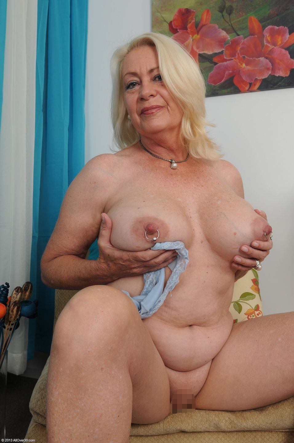High qiality grannyporn sex picture