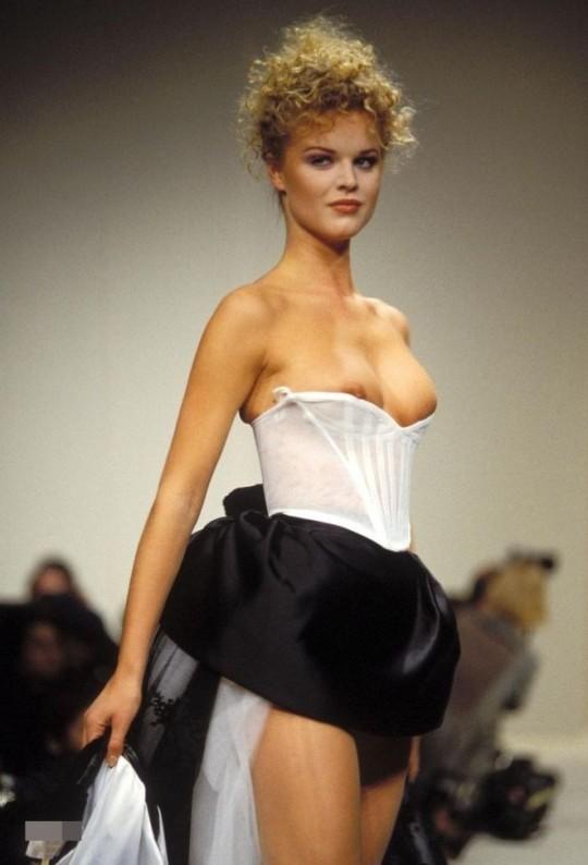 【喝!】「チクビは晒してなんぼ」みたいな風潮のファッションショーに一言物申したい。(画像あり)・17枚目