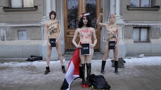 【草】ウクライナのトップレス抗議団体「FEMEN」楽しそうで何よりwwwwwwwwwwwwww(画像あり)・2枚目