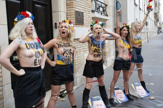 【草】ウクライナのトップレス抗議団体「FEMEN」楽しそうで何よりwwwwwwwwwwwwww(画像あり)・17枚目