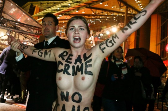 【草】ウクライナのトップレス抗議団体「FEMEN」楽しそうで何よりwwwwwwwwwwwwww(画像あり)・27枚目