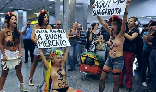 【草】ウクライナのトップレス抗議団体「FEMEN」楽しそうで何よりwwwwwwwwwwwwww(画像あり)・28枚目