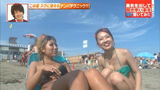 【画像あり】ビーチでのリア充インタビューに殺意覚える季節になってきたンゴwwwwwwwwwwwwwww・2枚目