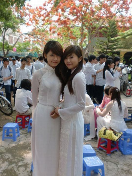 ベトナム民族衣装アオザイ女子の 「狙ってないエロ画像」 が至高杉て辛い。(※画像あり※)・2枚目