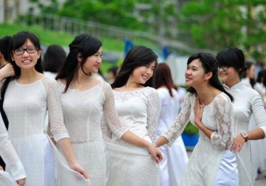 ベトナム民族衣装アオザイ女子の 「狙ってないエロ画像」 が至高杉て辛い。(※画像あり※)・5枚目