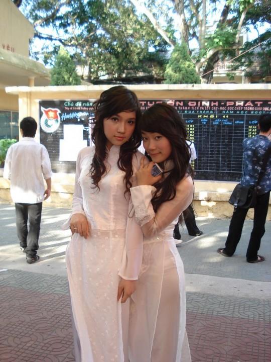 ベトナム民族衣装アオザイ女子の 「狙ってないエロ画像」 が至高杉て辛い。(※画像あり※)・8枚目