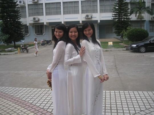 ベトナム民族衣装アオザイ女子の 「狙ってないエロ画像」 が至高杉て辛い。(※画像あり※)・9枚目