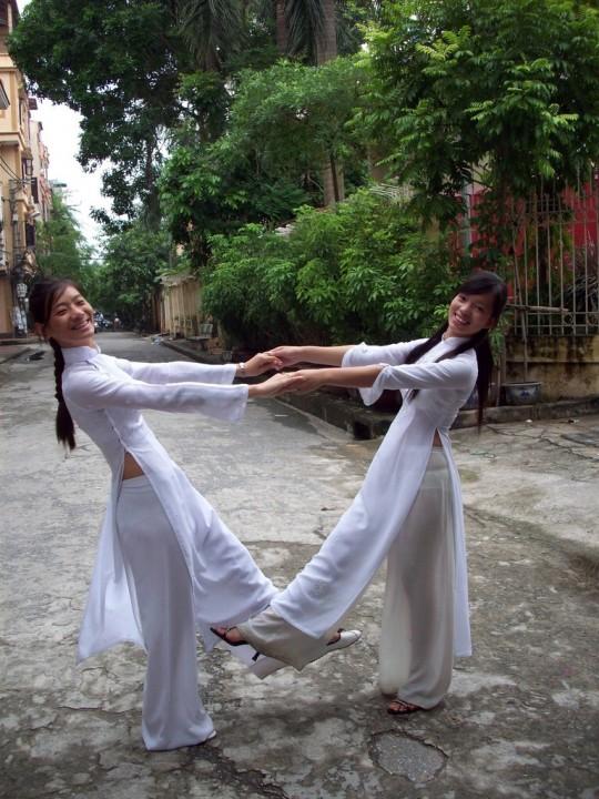 ベトナム民族衣装アオザイ女子の 「狙ってないエロ画像」 が至高杉て辛い。(※画像あり※)・10枚目