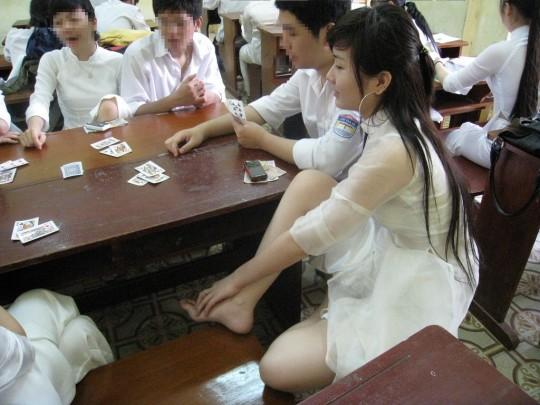 ベトナム民族衣装アオザイ女子の 「狙ってないエロ画像」 が至高杉て辛い。(※画像あり※)・12枚目