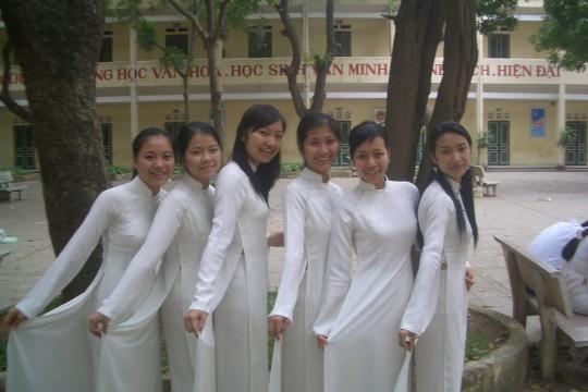 ベトナム民族衣装アオザイ女子の 「狙ってないエロ画像」 が至高杉て辛い。(※画像あり※)・15枚目