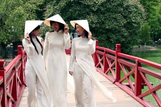 ベトナム民族衣装アオザイ女子の 「狙ってないエロ画像」 が至高杉て辛い。(※画像あり※)・16枚目