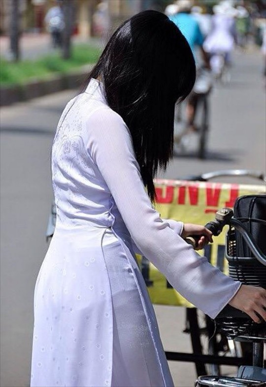 ベトナム民族衣装アオザイ女子の 「狙ってないエロ画像」 が至高杉て辛い。(※画像あり※)・17枚目