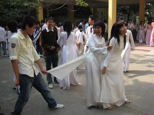 ベトナム民族衣装アオザイ女子の 「狙ってないエロ画像」 が至高杉て辛い。(※画像あり※)・18枚目