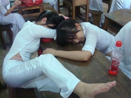 ベトナム民族衣装アオザイ女子の 「狙ってないエロ画像」 が至高杉て辛い。(※画像あり※)・21枚目