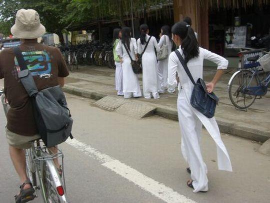 ベトナム民族衣装アオザイ女子の 「狙ってないエロ画像」 が至高杉て辛い。(※画像あり※)・23枚目
