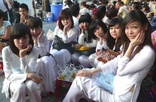 ベトナム民族衣装アオザイ女子の 「狙ってないエロ画像」 が至高杉て辛い。(※画像あり※)・25枚目