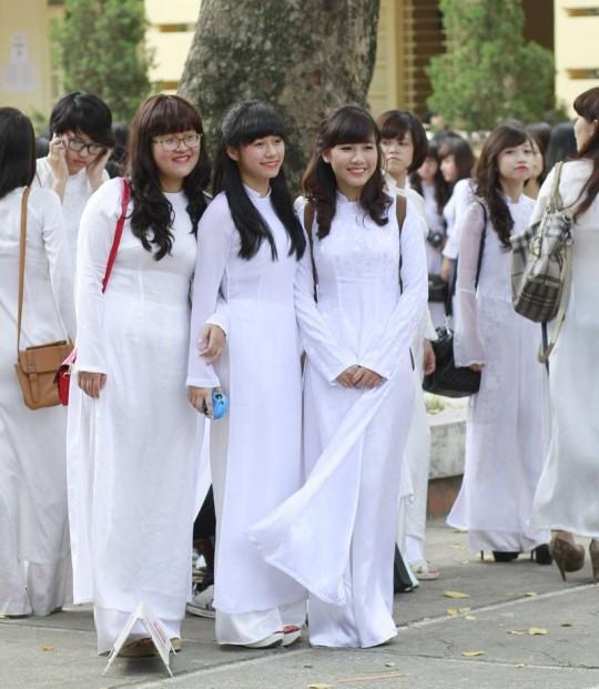 ベトナム民族衣装アオザイ女子の 「狙ってないエロ画像」 が至高杉て辛い。(※画像あり※)・26枚目