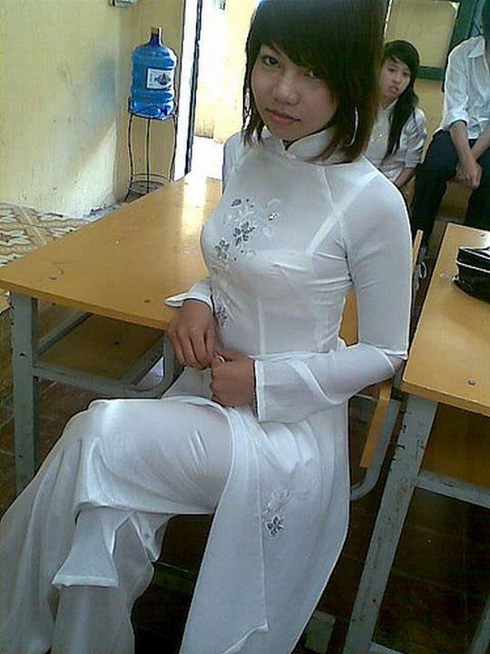 ベトナム民族衣装アオザイ女子の 「狙ってないエロ画像」 が至高杉て辛い。(※画像あり※)・29枚目