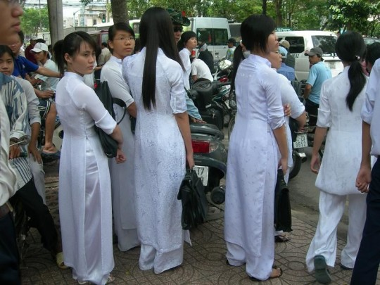 ベトナム民族衣装アオザイ女子の 「狙ってないエロ画像」 が至高杉て辛い。(※画像あり※)・30枚目