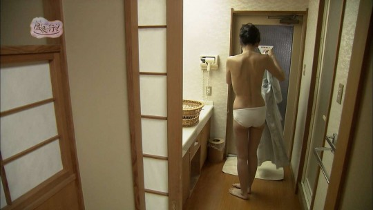 【キャプ画像あり】「もっと温泉に行こう」って、定期的にアホな下着の女をぶっ込んで笑わせにくるよな。・4枚目