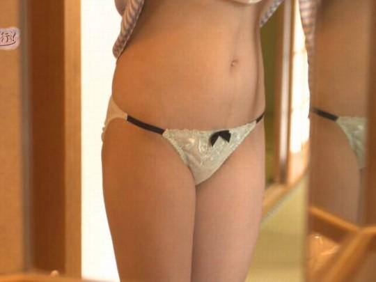 【キャプ画像あり】「もっと温泉に行こう」って、定期的にアホな下着の女をぶっ込んで笑わせにくるよな。・5枚目