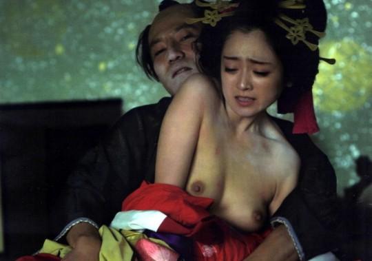 【画像あり】TVの濡れ場キャプを貼って女優のチクビの色を再確認するスレwwwwwwwwwwwwwww・2枚目