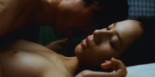 【画像あり】TVの濡れ場キャプを貼って女優のチクビの色を再確認するスレwwwwwwwwwwwwwww・19枚目
