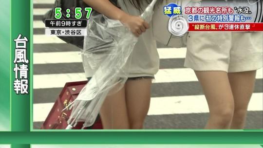 【ハプニン具】台風のLIVE中継でハミ陰部が放送されて爆死した宮崎のJKwwwwwwwwwwww(画像あり)・1枚目