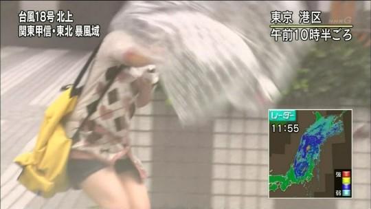 【ハプニン具】台風のLIVE中継でハミ陰部が放送されて爆死した宮崎のJKwwwwwwwwwwww(画像あり)・2枚目