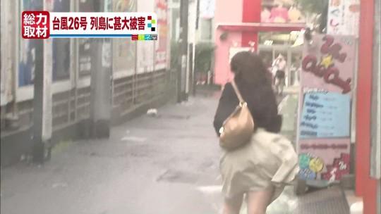 【ハプニン具】台風のLIVE中継でハミ陰部が放送されて爆死した宮崎のJKwwwwwwwwwwww(画像あり)・6枚目