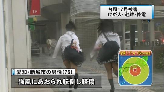 【ハプニン具】台風のLIVE中継でハミ陰部が放送されて爆死した宮崎のJKwwwwwwwwwwww(画像あり)・11枚目