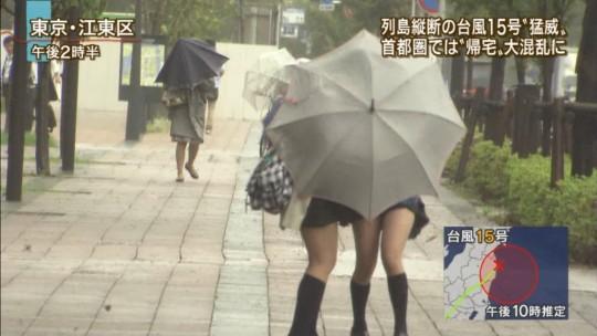 【ハプニン具】台風のLIVE中継でハミ陰部が放送されて爆死した宮崎のJKwwwwwwwwwwww(画像あり)・13枚目
