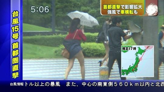 【ハプニン具】台風のLIVE中継でハミ陰部が放送されて爆死した宮崎のJKwwwwwwwwwwww(画像あり)・14枚目